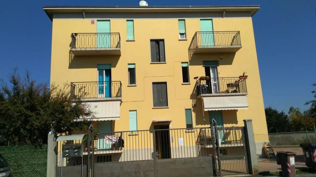 Appartamento in buone condizioni in affitto Rif. 8186742