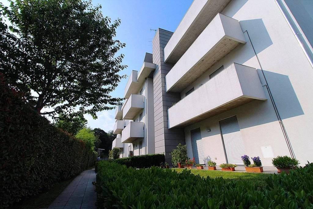 Appartamento in ottime condizioni in affitto Rif. 8188484