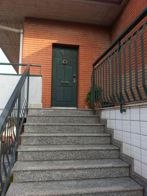 Appartamento in buone condizioni in affitto Rif. 8188963