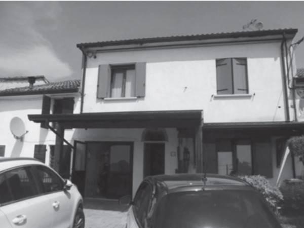 Villetta a schiera in buone condizioni in vendita Rif. 8185233