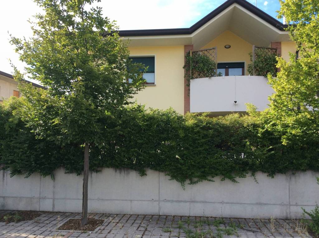 Appartamento in buone condizioni in vendita Rif. 9213143