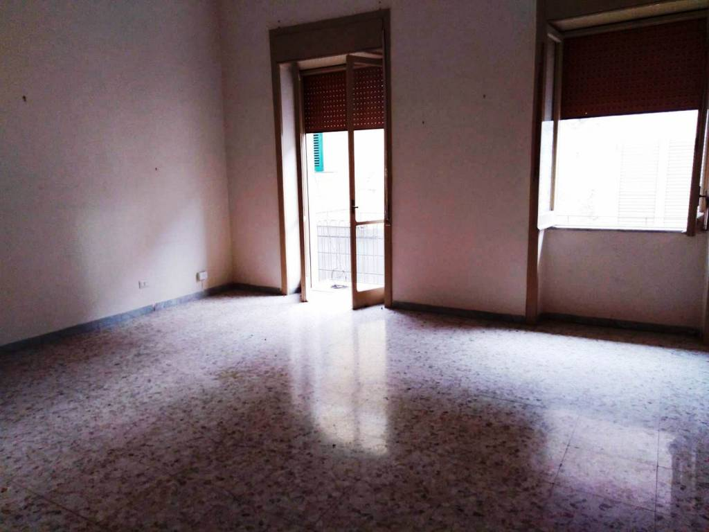 Appartamento in buone condizioni in affitto Rif. 8189192