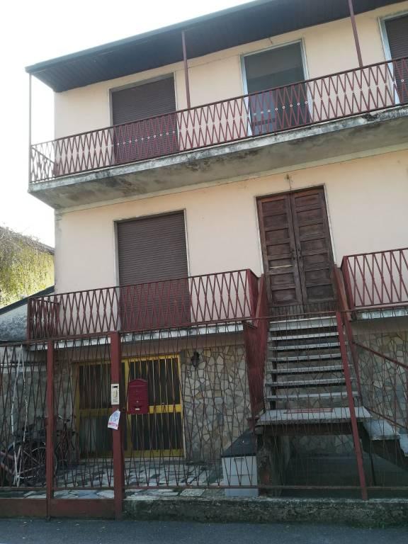 Appartamento in buone condizioni in vendita Rif. 8186819