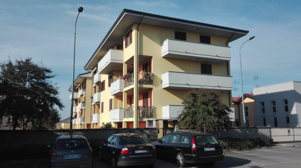 Appartamento in ottime condizioni in vendita Rif. 8185656