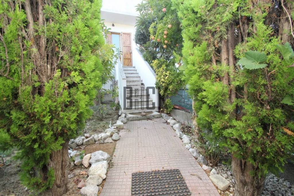 Appartamento in buone condizioni parzialmente arredato in vendita Rif. 8191789