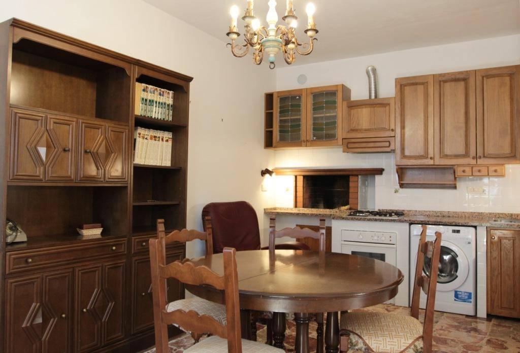 Appartamento in buone condizioni in vendita Rif. 8186147