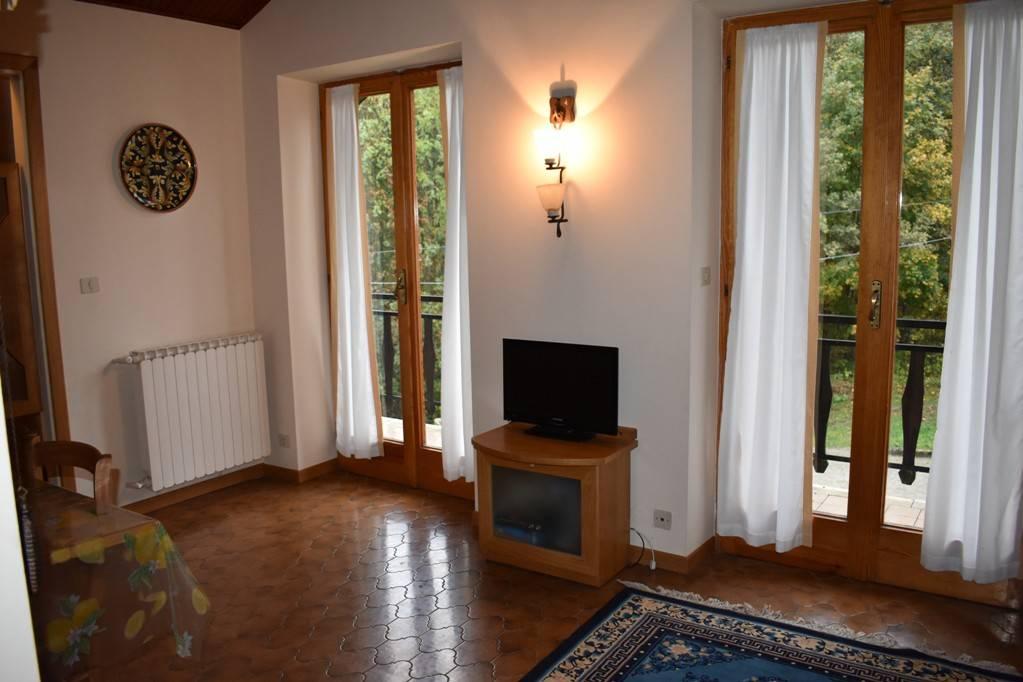 Appartamento in buone condizioni arredato in vendita Rif. 8185709