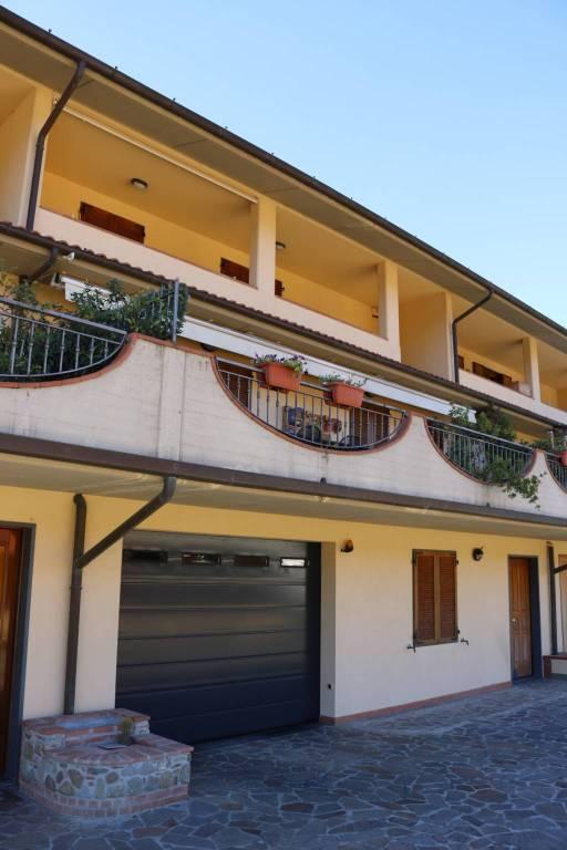 Villa in ottime condizioni parzialmente arredato in vendita Rif. 8185323