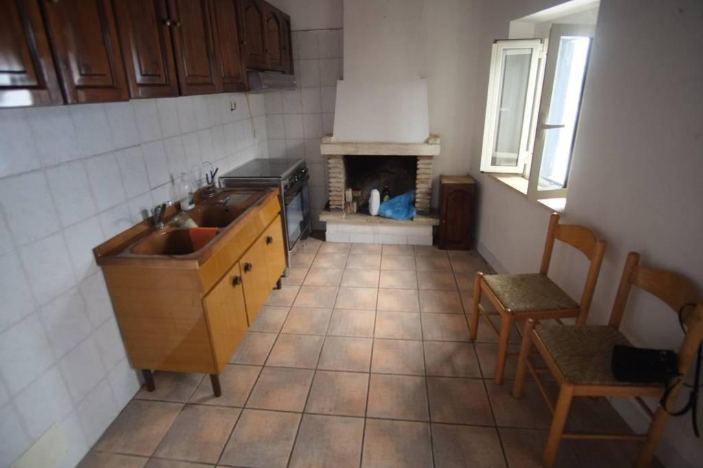 Appartamento in buone condizioni in vendita Rif. 8185014