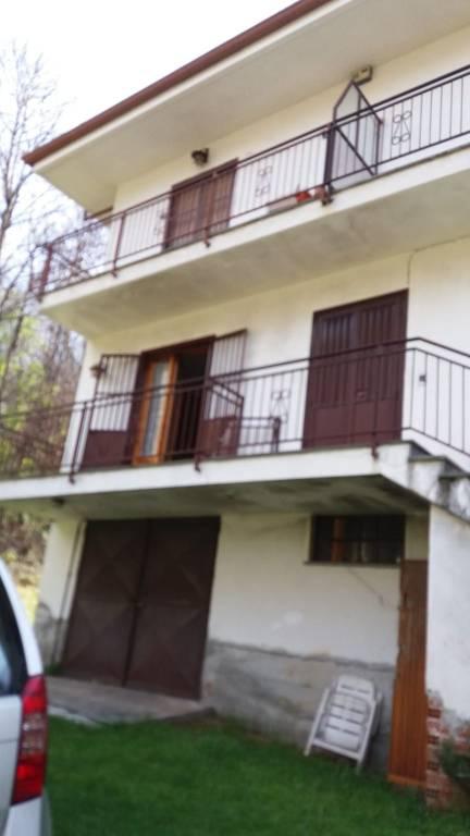 Appartamento in buone condizioni in vendita Rif. 8186626