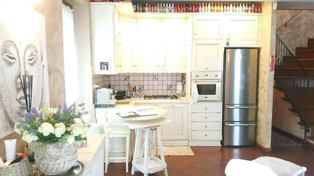 Appartamento in ottime condizioni in vendita Rif. 8189620