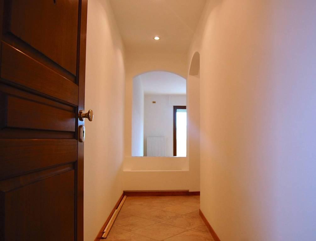 Appartamento in ottime condizioni in affitto Rif. 4517477