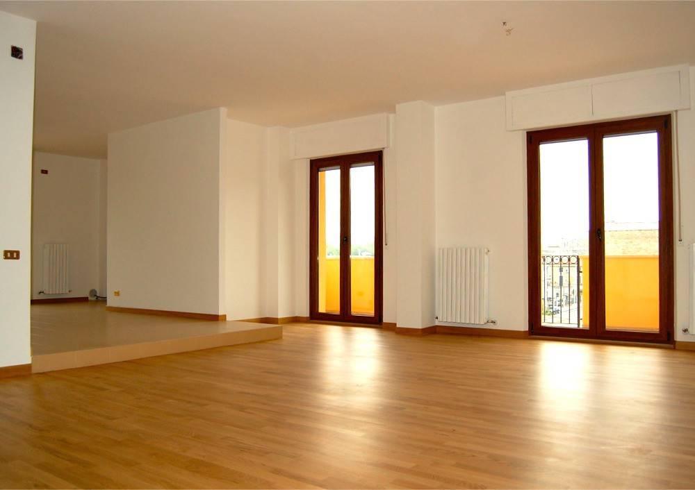 Appartamento in ottime condizioni in affitto Rif. 4517476