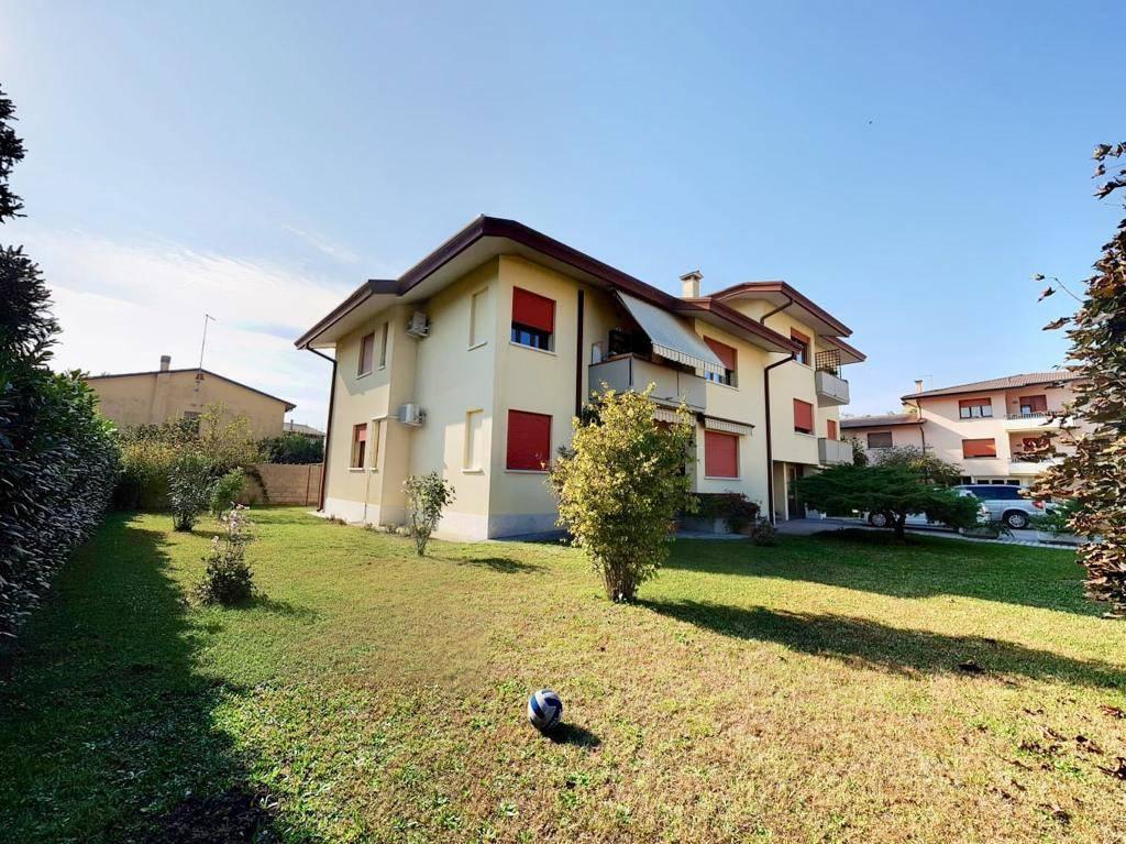 Appartamento in buone condizioni arredato in vendita Rif. 8490366