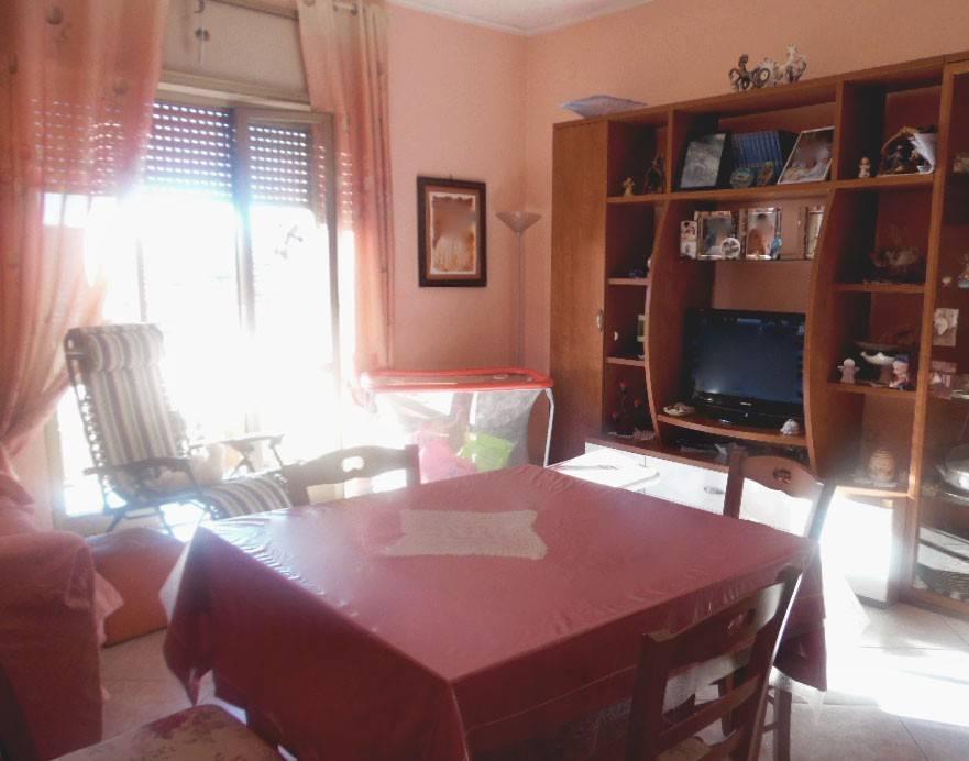 Appartamento in buone condizioni in affitto Rif. 8190091