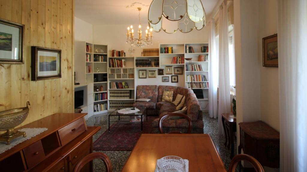 Appartamento in buone condizioni in vendita Rif. 8198450