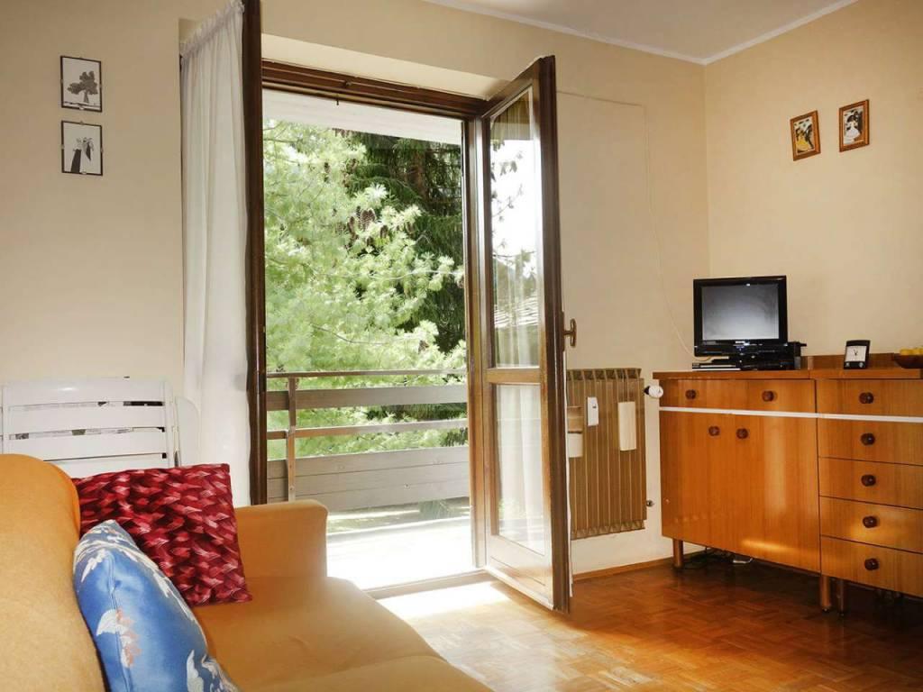 Morgex, soleggiato bilocale con balcone, posto auto coperto, cantina e parco condominiale