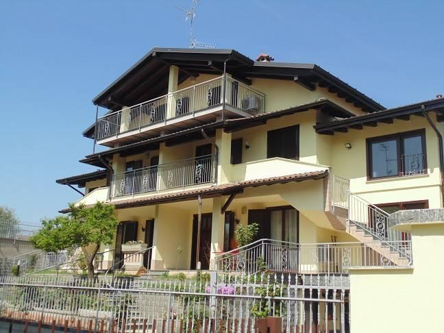 Appartamento in buone condizioni arredato in affitto Rif. 8198767
