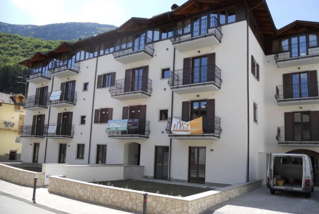 Appartamento in ottime condizioni parzialmente arredato in vendita Rif. 5132813
