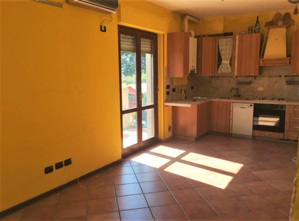 Appartamento in ottime condizioni parzialmente arredato in vendita Rif. 9245580