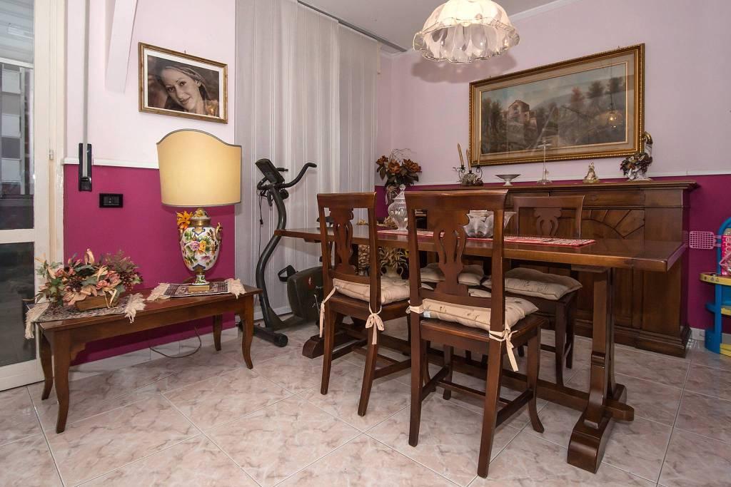 Appartamento in buone condizioni arredato in affitto Rif. 8199705