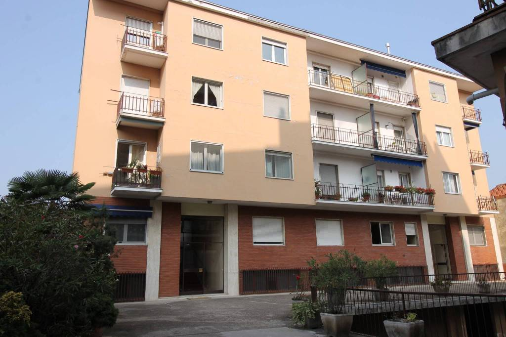 Appartamento in buone condizioni in vendita Rif. 8199289