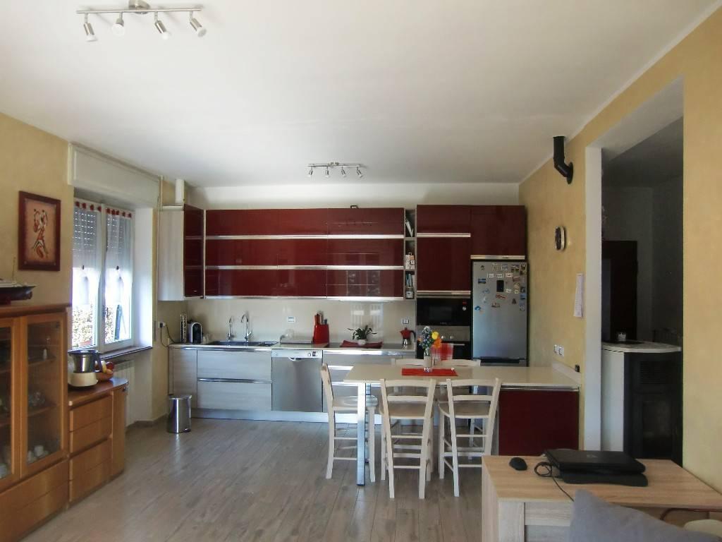 Appartamento in vendita a Anzano del Parco, 3 locali, prezzo € 129.000 | CambioCasa.it