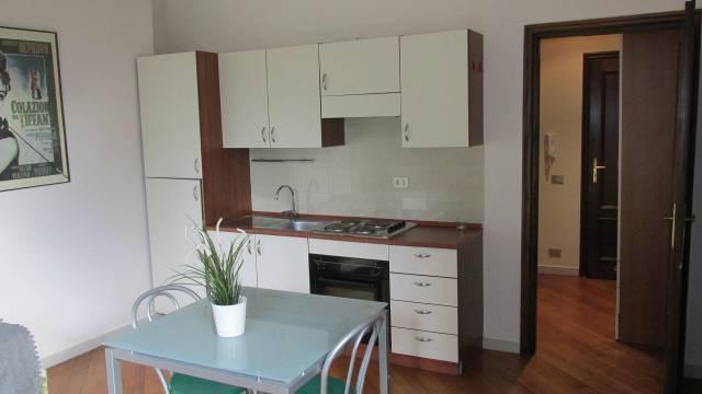 Appartamento in buone condizioni arredato in affitto Rif. 4973962