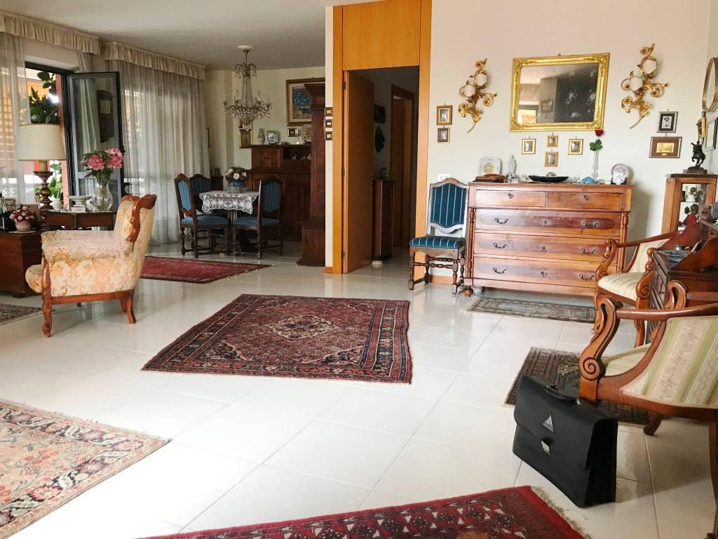 Attico / Mansarda in vendita a Roma, 6 locali, zona Zona: 8 . Tiburtina, Colli Aniene, Pietrasanta, San Basilio, prezzo € 580.000   CambioCasa.it