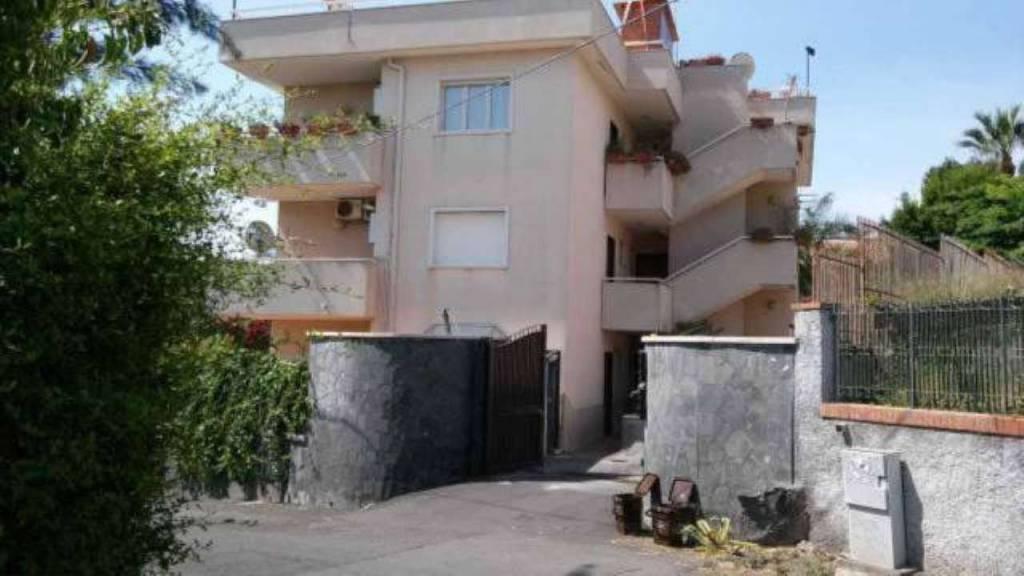 Appartamento in vendita a Aci Castello, 3 locali, prezzo € 295.000   CambioCasa.it