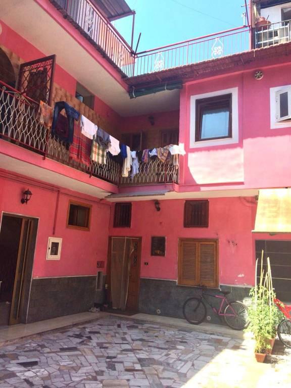 Appartamento in buone condizioni in vendita Rif. 8204601