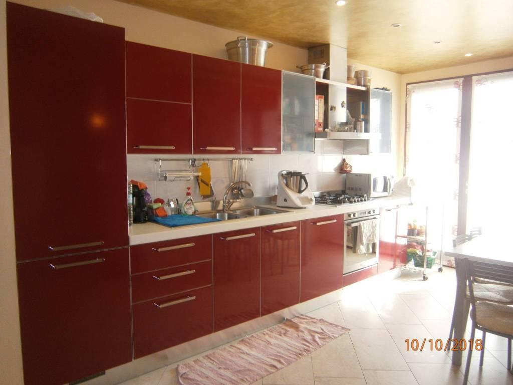 Appartamento in ottime condizioni in vendita Rif. 8199695