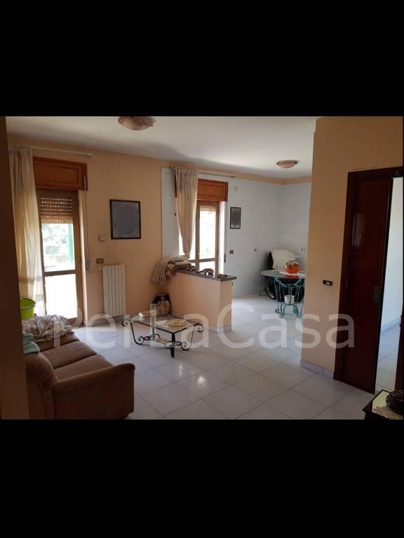 Appartamento in ottime condizioni in vendita Rif. 8189532