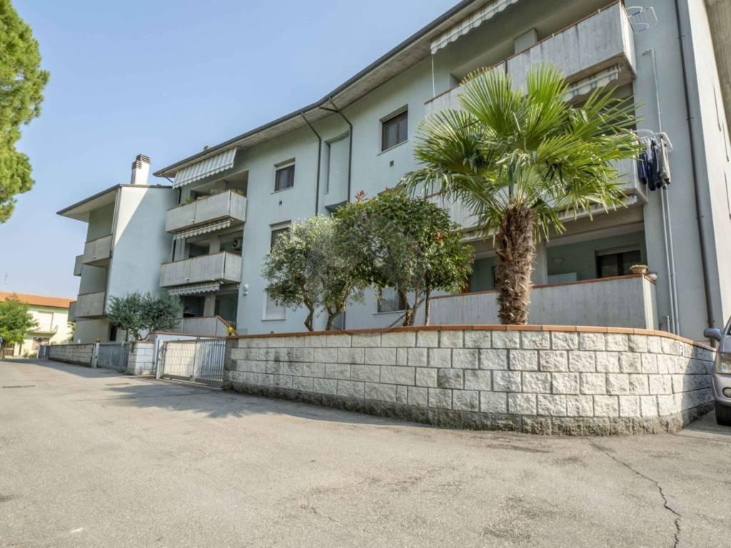 Appartamento in buone condizioni arredato in vendita Rif. 8199362
