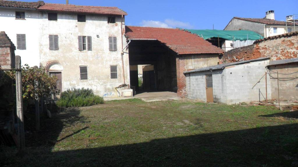 Rustico / Casale da ristrutturare in vendita Rif. 8815142