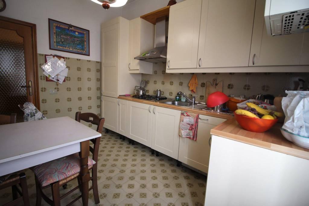 Appartamento in buone condizioni in vendita Rif. 8203650