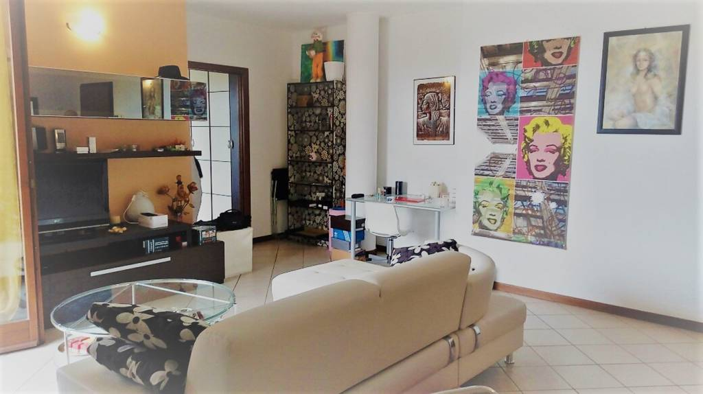Appartamento in ottime condizioni arredato in affitto Rif. 8198722