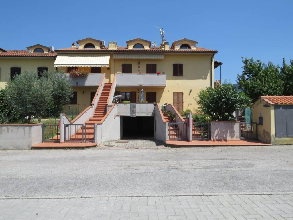 Appartamento in buone condizioni in vendita Rif. 8199750