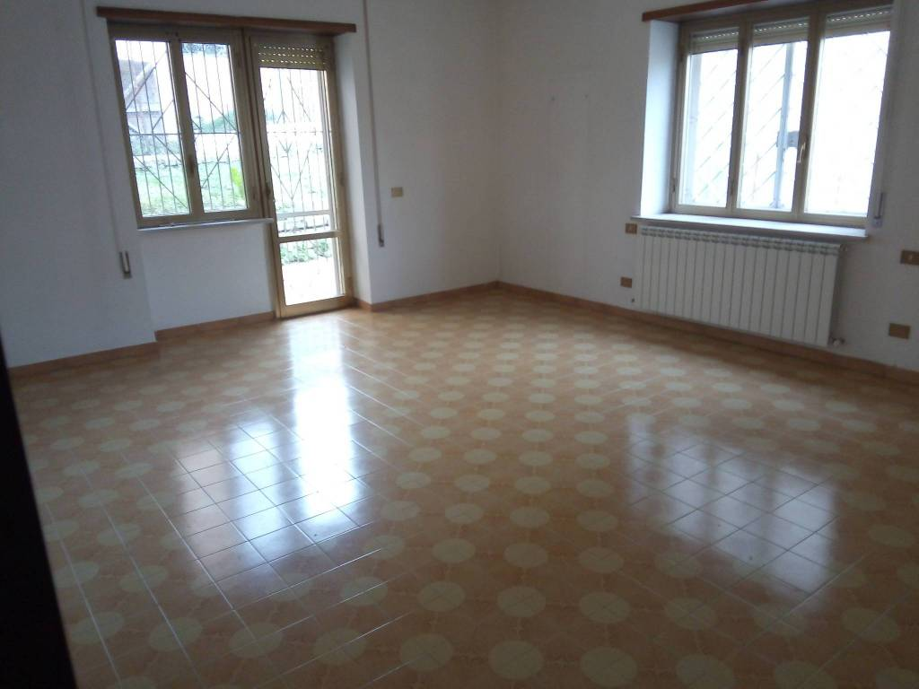 Appartamento in buone condizioni in affitto Rif. 8204974