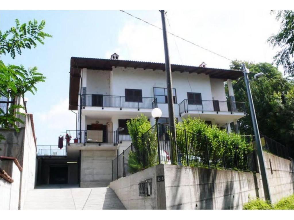 Appartamento in buone condizioni in vendita Rif. 8200909