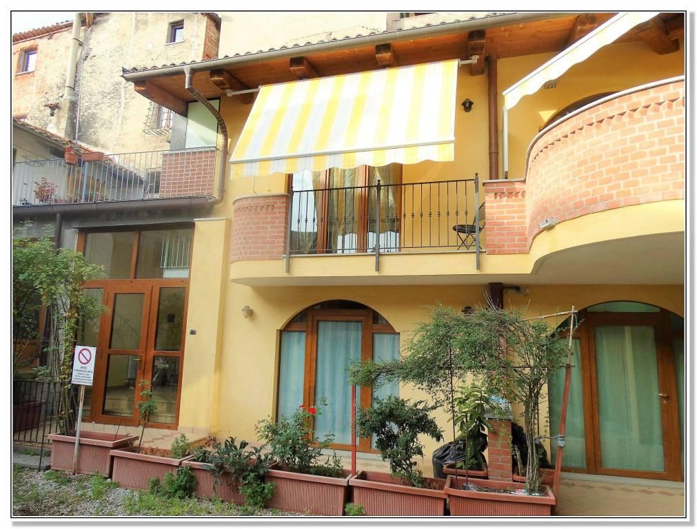 Appartamento in ottime condizioni arredato in affitto Rif. 8198393