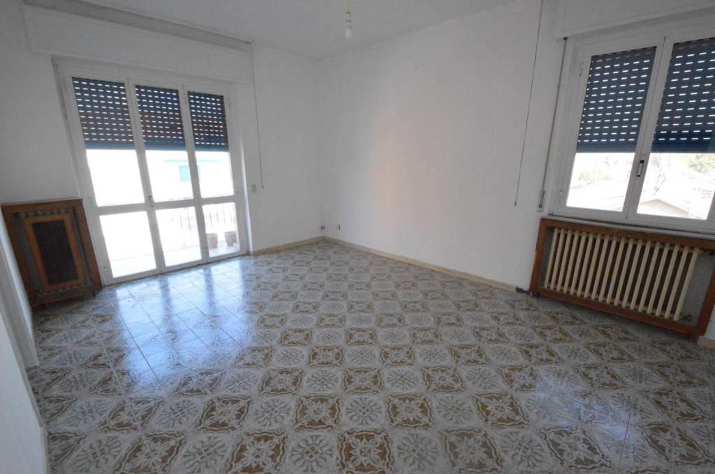 Appartamento da ristrutturare in vendita Rif. 8203655