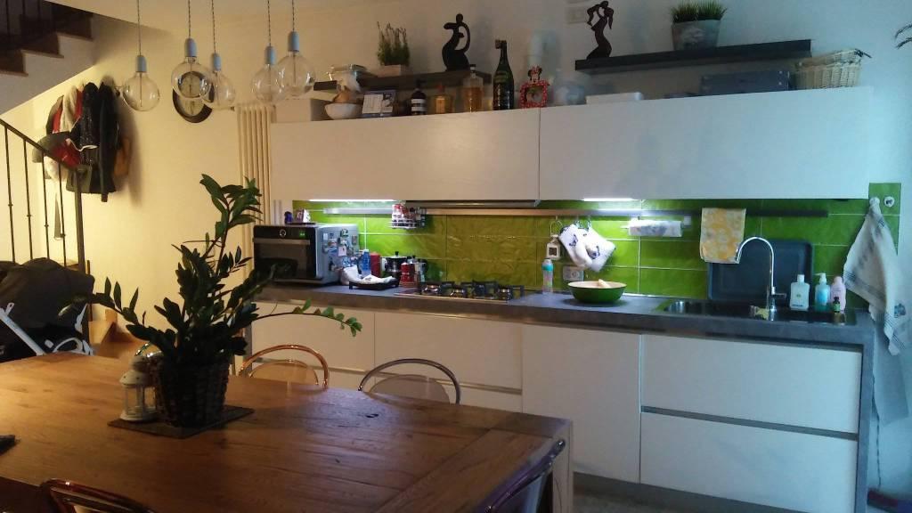 Appartamento in ottime condizioni parzialmente arredato in affitto Rif. 8198774