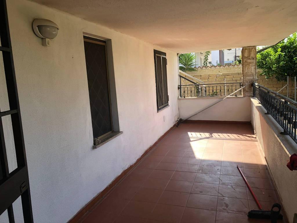 Appartamento in buone condizioni in affitto Rif. 7833370