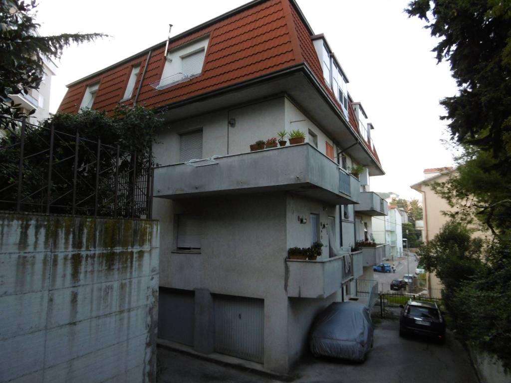Appartamento in buone condizioni in affitto Rif. 8198620