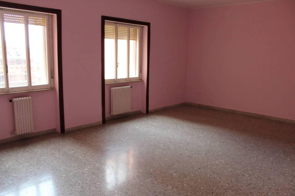 Appartamento in buone condizioni in vendita Rif. 8202916