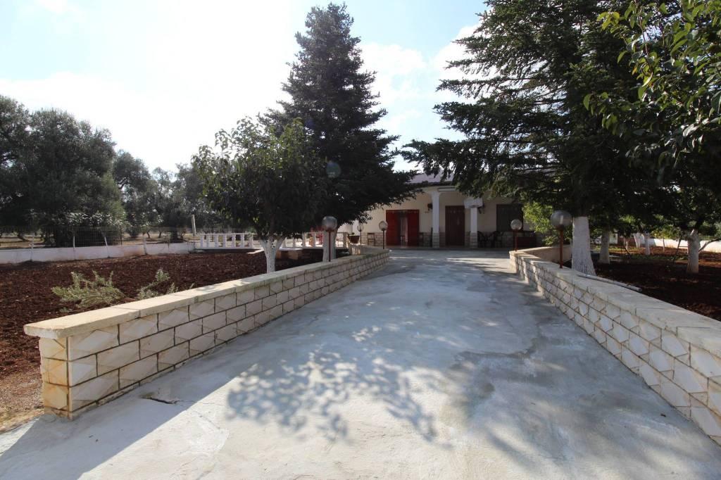Villa in buone condizioni arredato in vendita Rif. 8204425