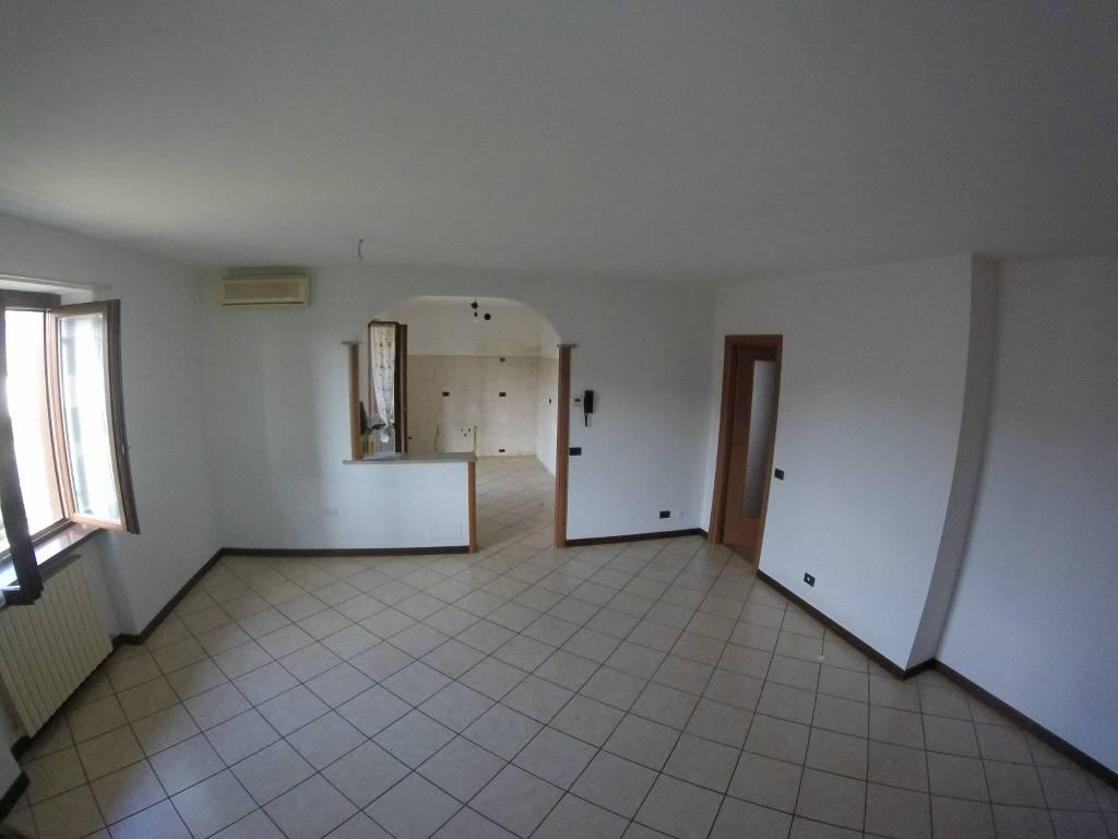 Appartamento in buone condizioni arredato in vendita Rif. 8201244