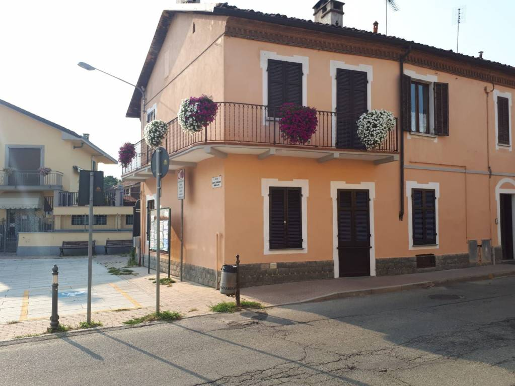 Appartamento in buone condizioni arredato in affitto Rif. 8986435