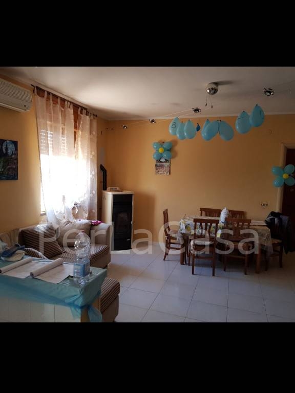 Appartamento in ottime condizioni in vendita Rif. 8202568